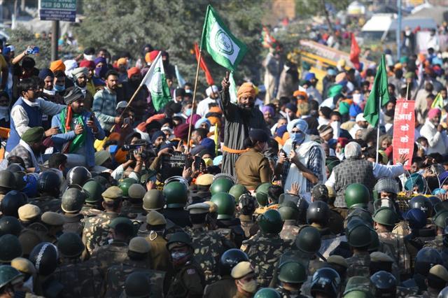 Post clashes, Delhi cops let farmers in