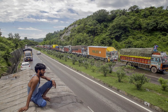 Jammu-Srinagar highway to remain closed for vehicular traffic on Friday