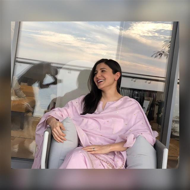 Anushka Sharma enjoys perfect 'chai-time' with dad in Virat Kohli's absence; see picture
