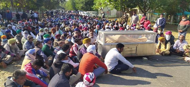 Tensions escalate as 1,500 followers reach Dera Salabatpura after leader's murder