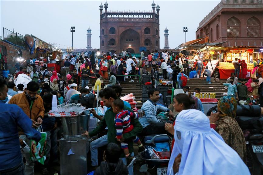 Delhi markets turning Covid hotspots, Kejriwal wants to shut them all - The Tribune India