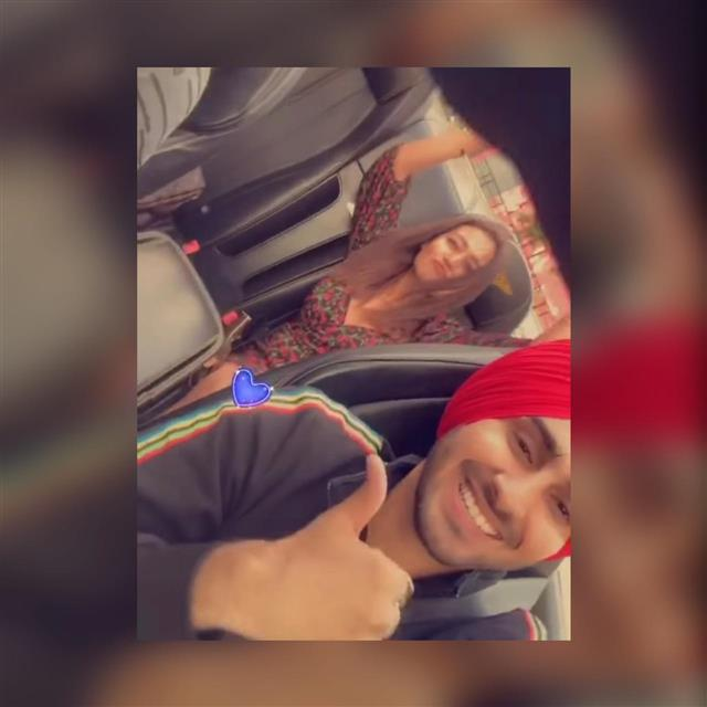 Neha Kakkar and Rohanpreet Singh go on a long drive at Dubai honeymoon; singer thanks his 'princess'