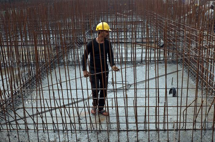 437 infra projects report cost overrun of Rs 4.37 lakh crore