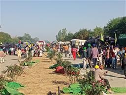Delhi Chalo march LIVE: Farmers reach near Delhi borders; face water cannons, tear gas