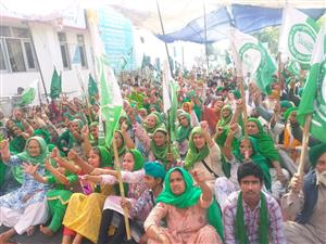 Punjab's singers warn Centre: 'Don't mess with us'