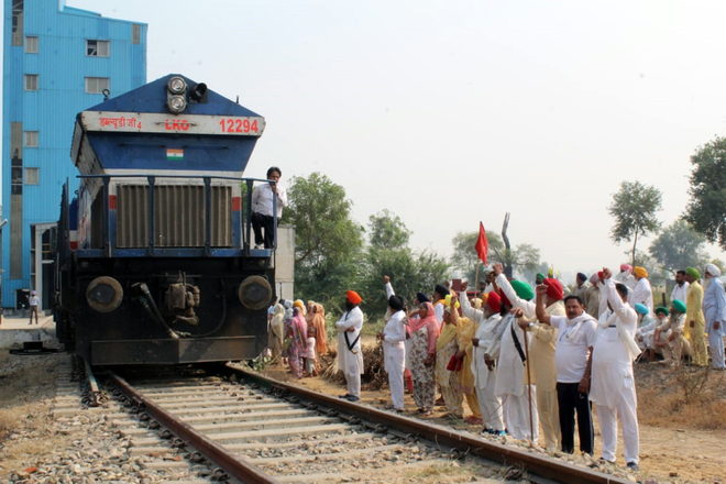 Farmer unions in Punjab may change tack on 'rail roko', to decide today