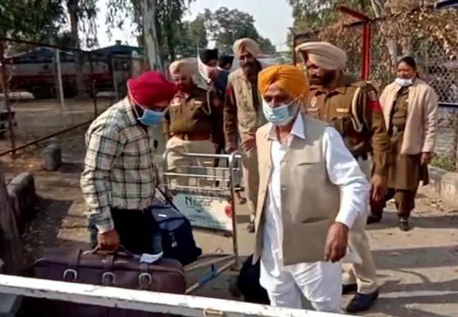 Takht seeks priest's reply over 'saroop' in suitcase