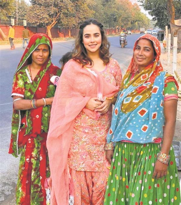 Sunanda Sharma extends a helping hand to street vendors