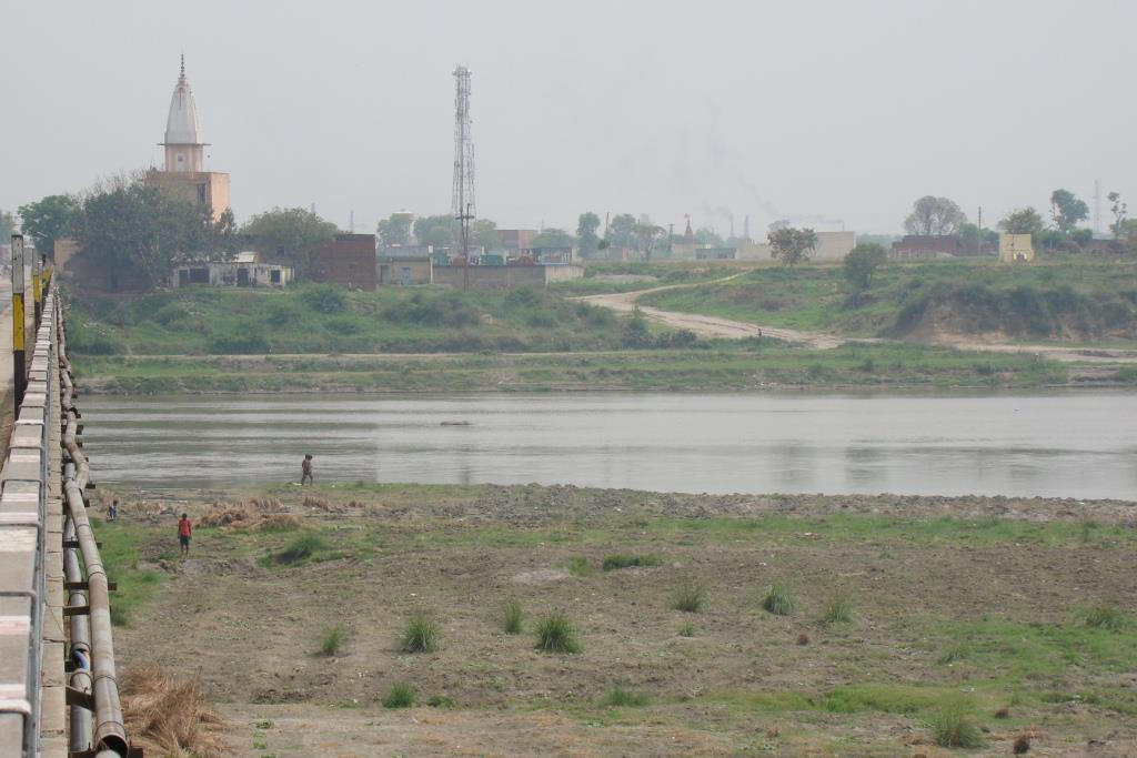 Firm tries to divert Yamuna, booked
