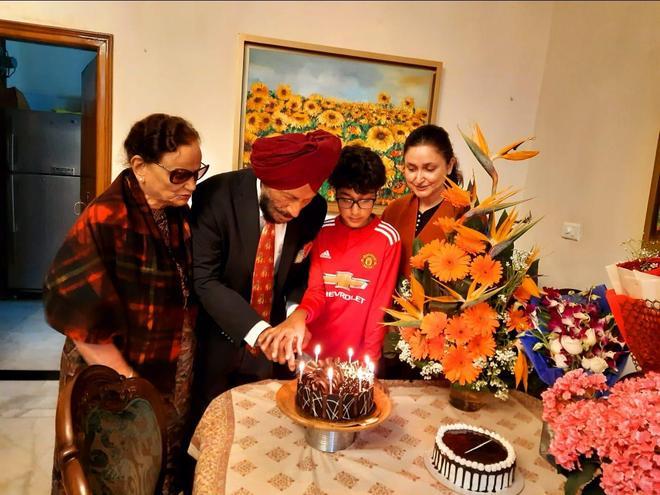 On 91st b'day, Milkha promises help to 2 orphaned kids