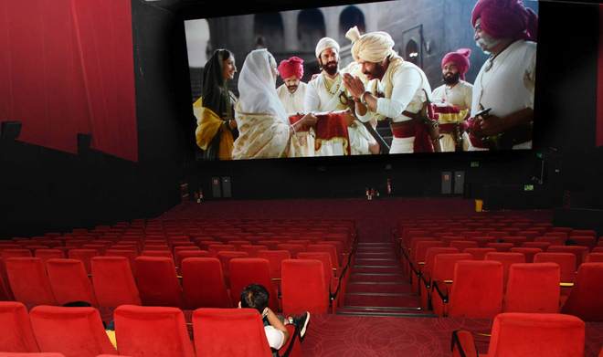 Multiplexes woo moviegoers with private screening