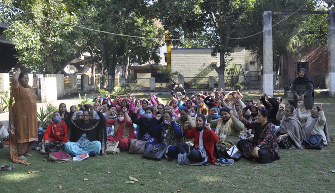 Central Govt's policies undemocratic, say anganwadi workers