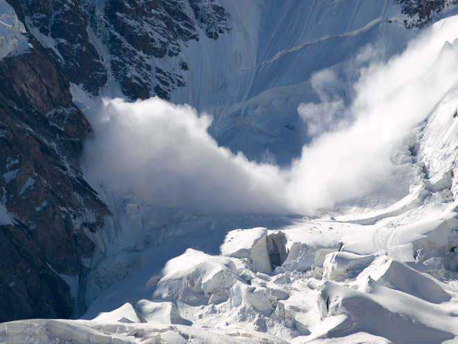 Avalanche hits post at LoC, soldier dead