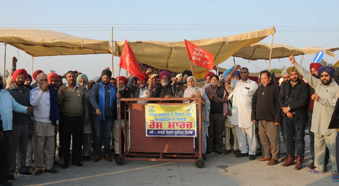 Farmers protest laws in Bathinda, Muktsar