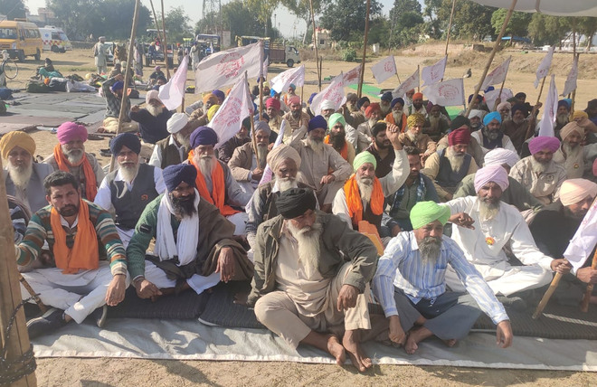 Farmers' protest at Butari railway station continues