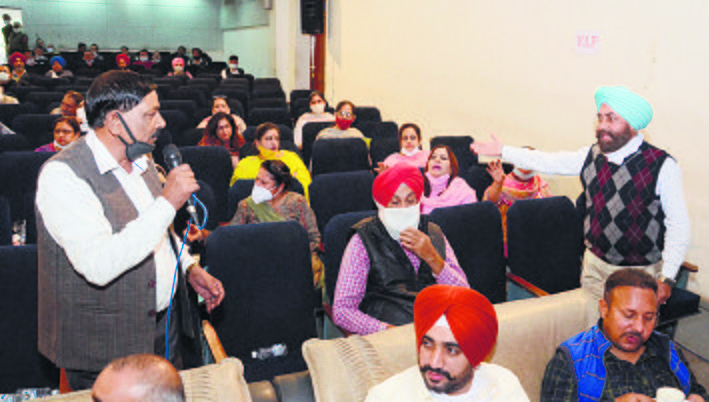 Fissures in Congress come to the fore during House meet