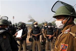 Heavy police force deployed at Delhi border points as farmers' protest enters sixth day