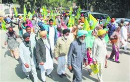 More batches of farmers from Bathinda leave for Delhi