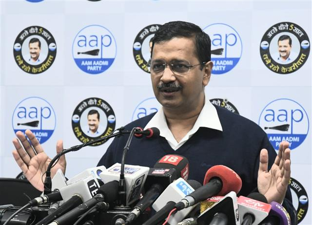 Kejriwal invites teachers for oath ceremony; BJP calls it 'Tughlaqi farmaan'