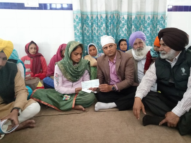 Rs 5 lakh cheque handed over to martyr's widow in Tarn Taran