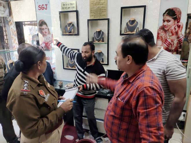 Robbers strike at jewellery shop in Chheharta