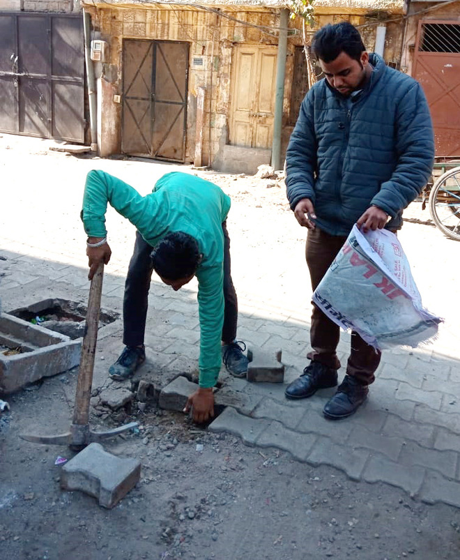 Ludhiana MC team collects tile samples