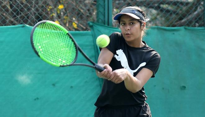 Radhika sets up title clash with Simran