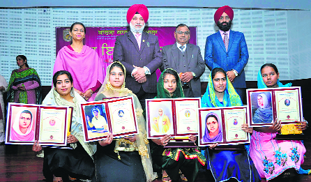 Khalsa College students awarded prizes at annual function