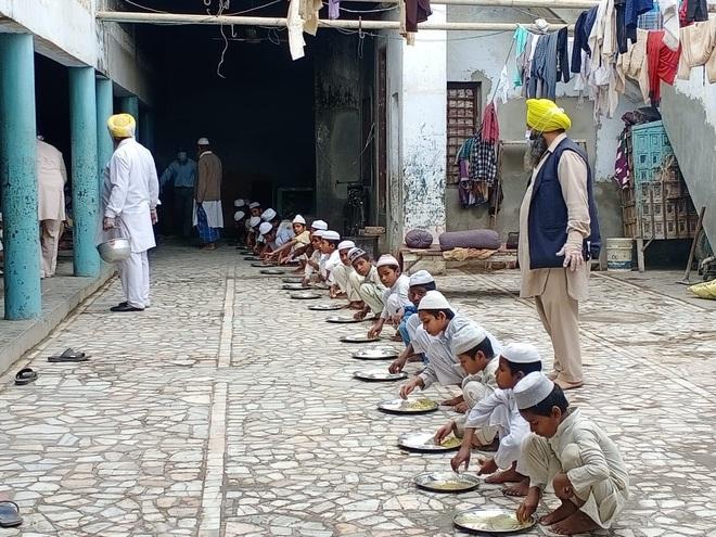 Malerkotla gurdwara feeds madrasa students