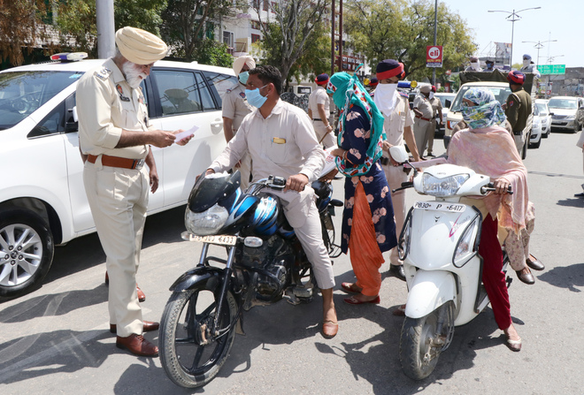 DC reviews situation during curfew in city