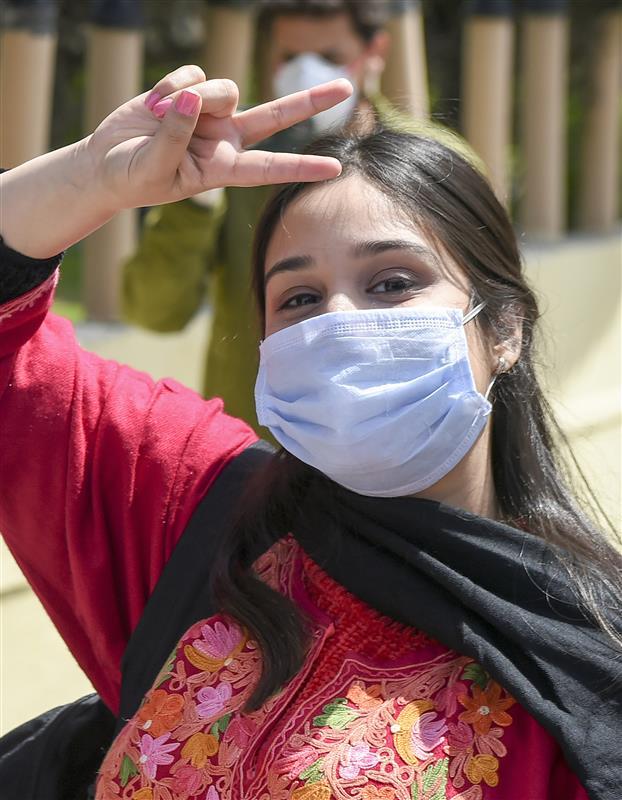 Punjab cops' wives prepare 800 masks, 33,000 ration packets to donate amid coronavirus lockdown