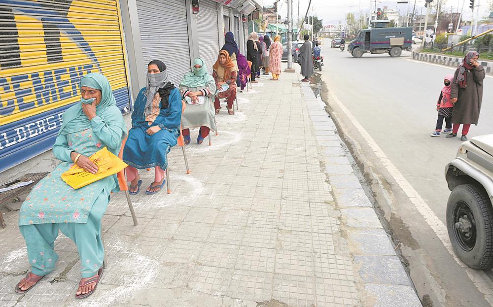Govt mulls phased lifting of  lockdown