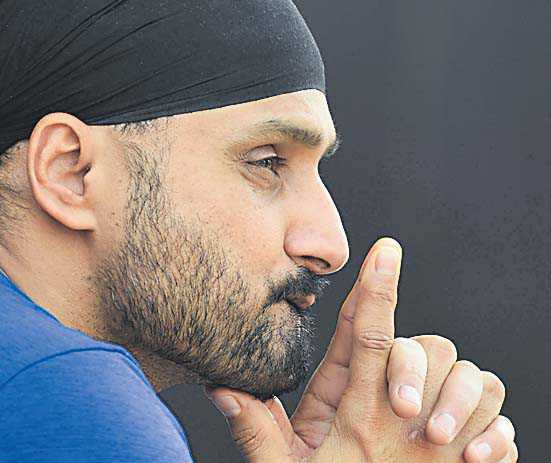 No religion, no caste, only humanity: Harbhajan Singh on Sikhs distributing food in UK