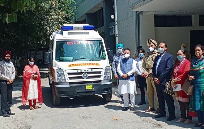 Chaudhary gives fully equipped ambulance to Civil Hospital Jalandhar