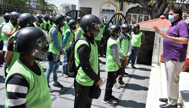Delivery volunteers in Hoshiarpur get helmets