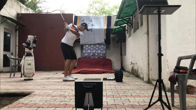 19-year-old budding golfer converts backyard into range