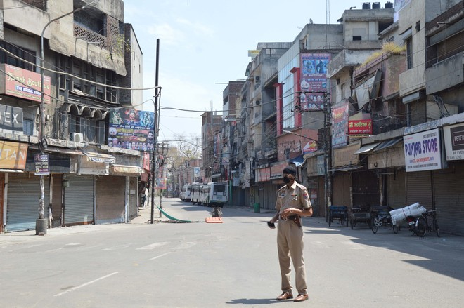 FIR against 36 for roaming on road during curfew