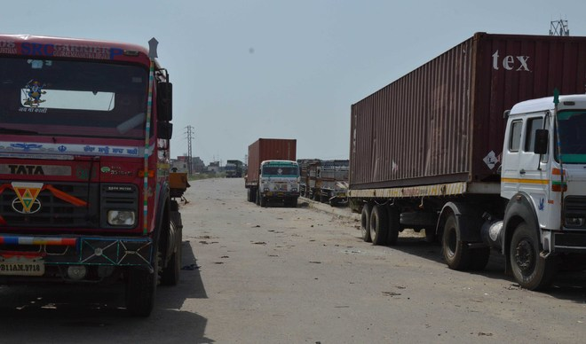 Help truckers stranded in states: Activists