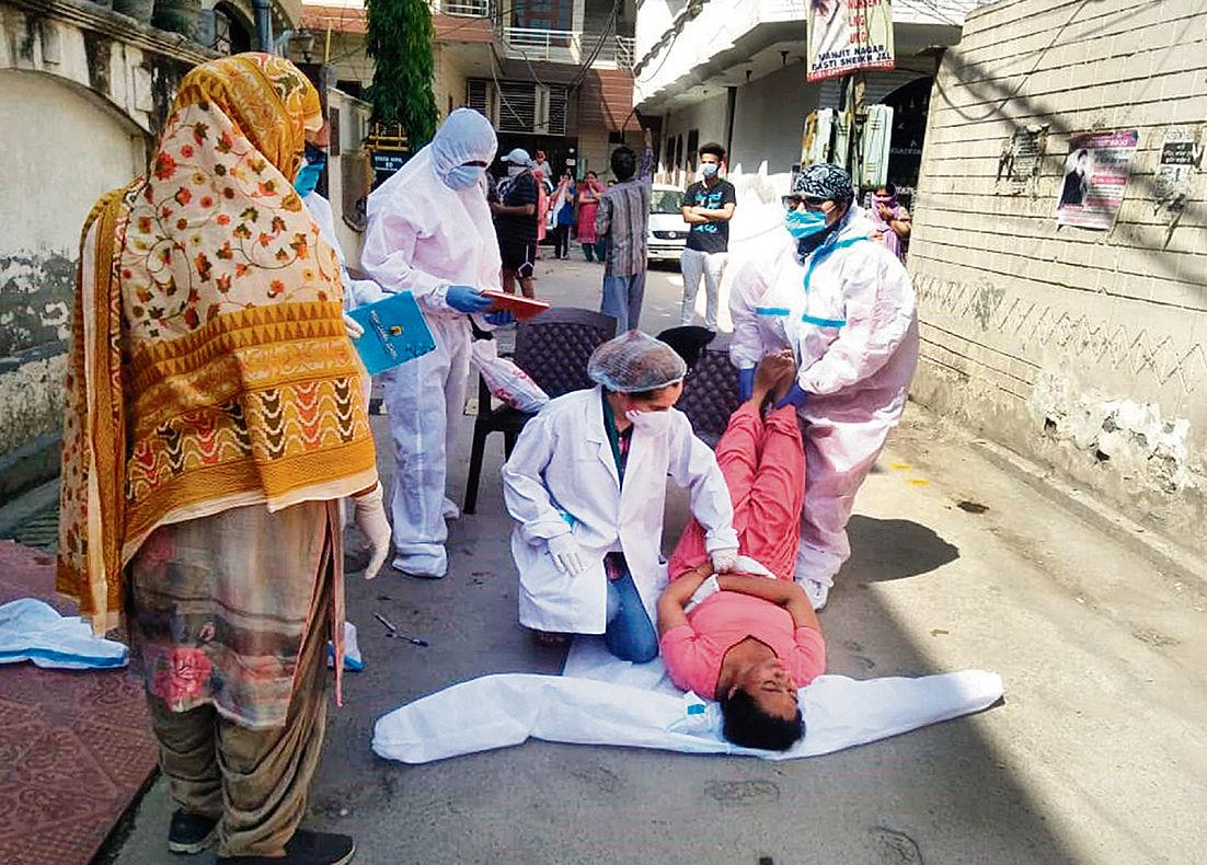 ASHA worker faints while on Covid duty