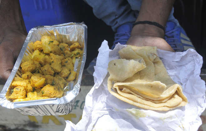 Patiala councillors reach out to the poor with food