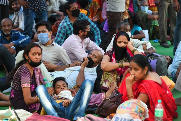 Provide free food, shelter and travel to migrant workers: SC to states