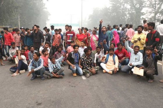 2 cops hurt in stone-pelting by protesting migrant workers