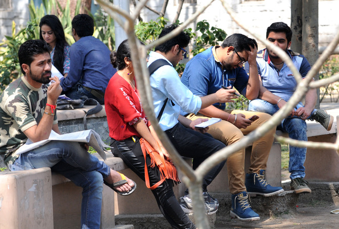 85% DU students against open-book exams