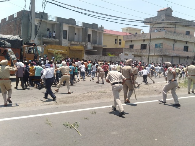 Migrant workers protest non-availability of ration in Ludhiana