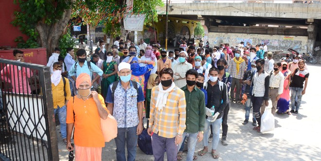 Wrong info leads to migrant rush at Ludhiana bus stand