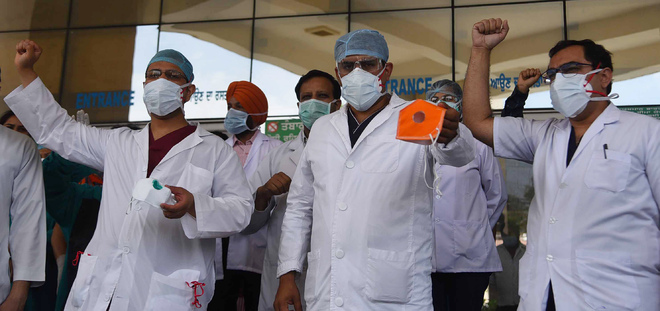 4 staffers +ve, Ludhiana docs allege gear of poor quality