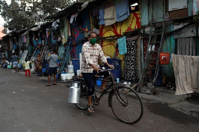 Dharavi's COVID-19 cases go up to 1,872