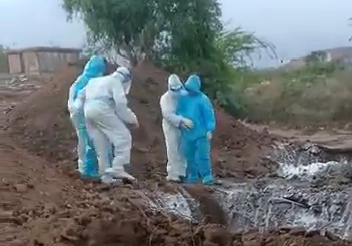 Video on dumping of COVID-19 victims' bodies in Karnataka triggers outrage