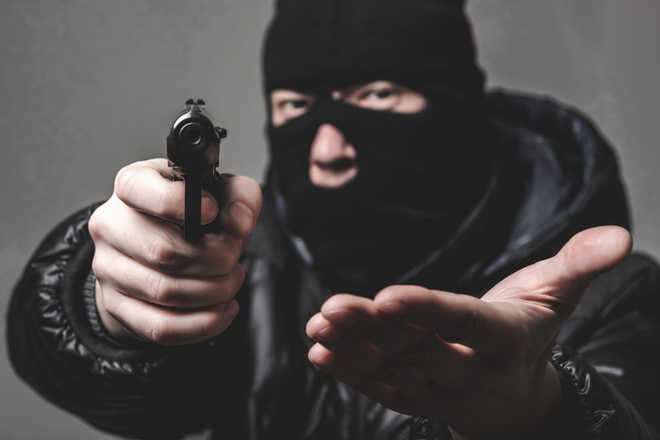 Masked men rob private airlines pilot at gunpoint, leave him bleeding on IIT Delhi flyover