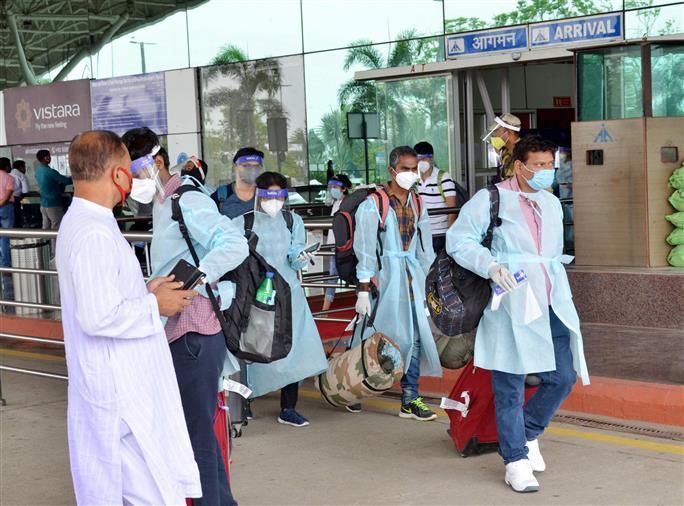 Govt allows foreign businessmen, technocrats to visit India